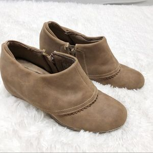 Dr. Scholl's brown suede wedge Slouch Booties 7.5